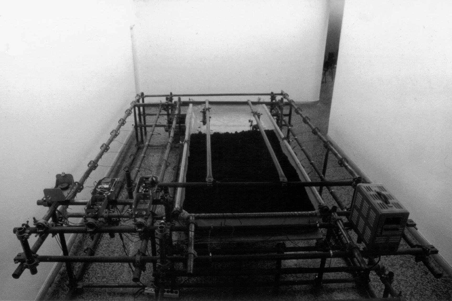 MICRO X, T3. 0,67 m3, Galeria Habana, La Habana, CU, 1